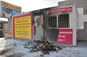 Violences à Fort-de-France : un vaccinodrome a été incendié