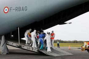 Trois premiers patients atteints de la covid-19 transférés ce samedi de Martinique vers Paris