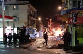 Seconde nuit d'affrontements entre bandes incontrôlées et forces de l'ordre